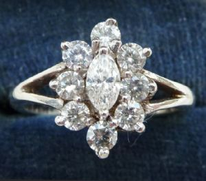 Stunning vintage 1970's 18ct 18k white gold oval cut diamond cluster vintage antique ring
